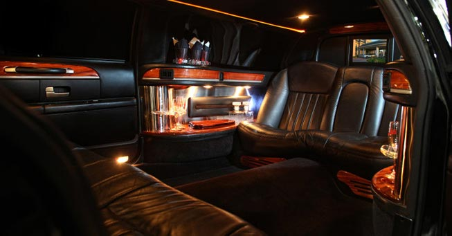 Belvedere Lincoln 6 Passengers Limo Interior